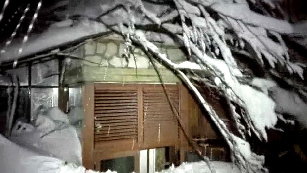 Das verschüttete Hotel Rigopiano (Bild: AP)
