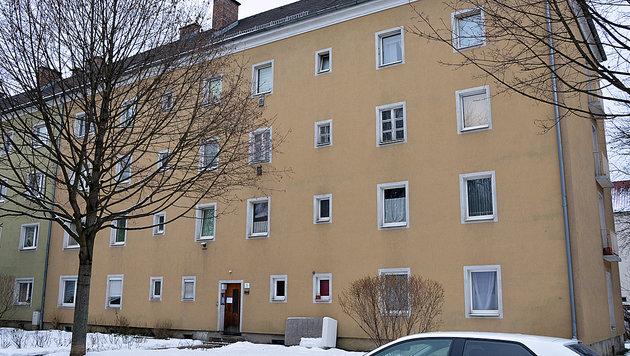 In diesem Haus in der Linzer Teuflstraße lag der Tote monatelang. (Bild: Johann Haginger)