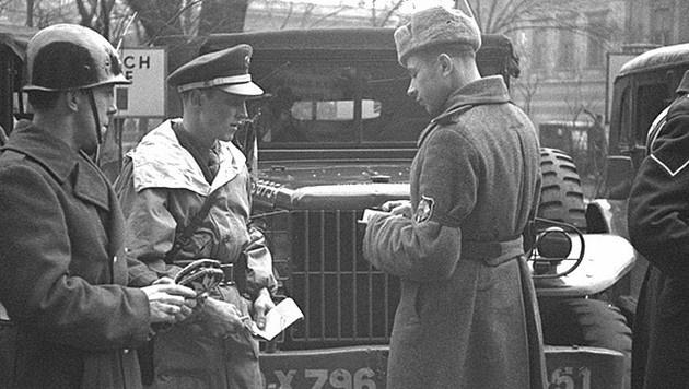 Soldaten während der Besatzungszeit in Wien (Bild: ÖNB/Croy)