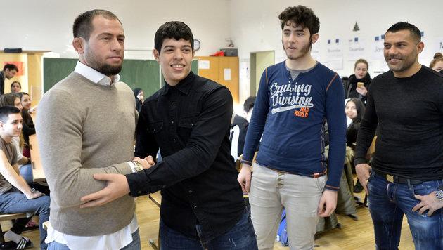 Kampfsportler kämpfen in Schulen gegen Dschihad (Bild: APA/HERBERT PFARRHOFER)