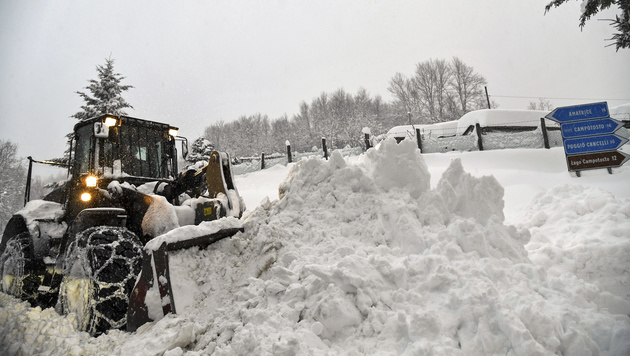 """Helfer: """"Rechnen nicht mehr mit Überlebenden"""" (Bild: AFP)"""