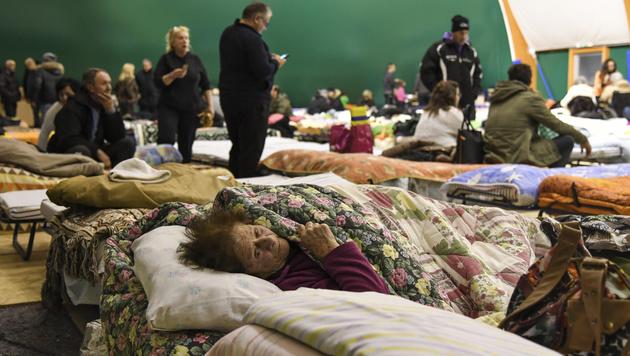 Zahlreiche Menschen mussten in Notunterkünften übernachten. (Bild: AFP)