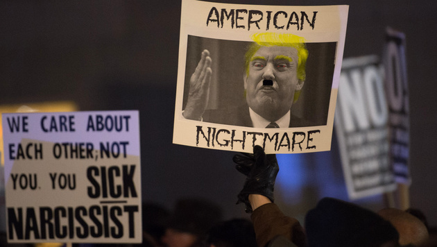 Tausende Menschen versammelten sich in New York, um gegen Donald Trump zu protestieren. (Bild: AFP)