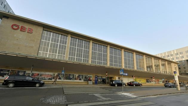 ÖBB schränken WLAN am Wiener Westbahnhof ein (Bild: APA/HERBERT-PFARRHOFER)