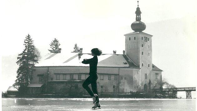 Im Jahr 1963 entstand dieses Bilder in der Orter Bucht vorm Schloss - der Traunsee war zugefroren (Bild: Krone)