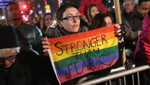 Tausende Menschen versammelten sich in New York, um gegen Donald Trump zu protestieren. (Bild: John Moore/Getty Images/AFP)