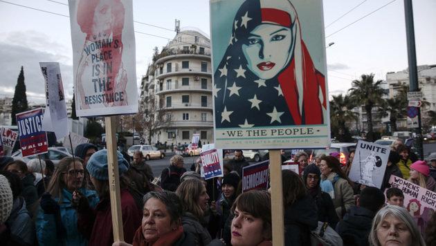 Größte Demo gegen Präsident in Geschichte der USA (Bild: AP)
