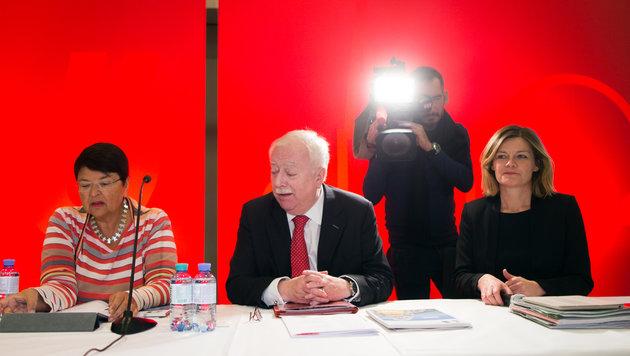 Finanzstadträtin Renate Brauner, Häupl und SPÖ-Landesparteisekretärin Sybille Straubinger (Bild: APA/GEORG HOCHMUTH)