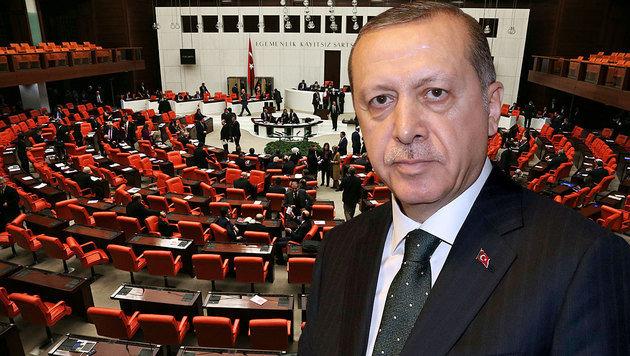 Erdogans Machtpläne: Grünes Licht vom Parlament (Bild: AP, AFP)