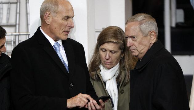 Die beiden frisch angelobten Minister Mattis (rechts) und Kelly (Bild: ASSOCIATED PRESS)