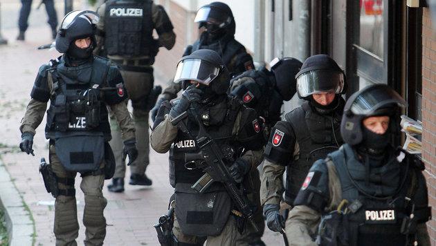Komplize des Wiener IS-Terroristen verhaftet (Bild: APA/dpa/Chris Gossmann (Symbolbild))