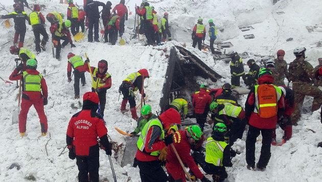 Italien: Alle Vermissten nach Lawine tot geborgen (Bild: ANSA)