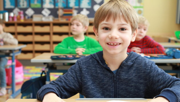 Moritz besucht die zweiklassige Schule im Mühlviertel. (Bild: Kronen Zeitung)