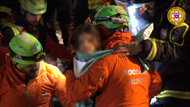 "Überlebende: ""Waren wie in Schachtel gefangen!"" (Bild: AFP)"