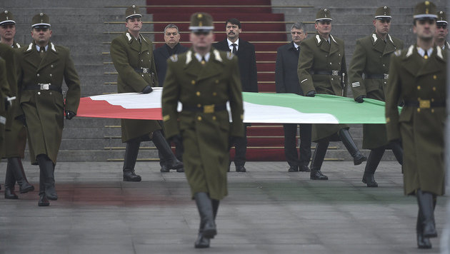Staatstrauer in Ungarn nach Busunglück (Bild: ASSOCIATED PRESS)