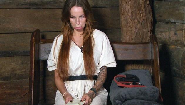 Gina-Lisa ist traurig, dass sie jetzt ohne Luxusartikel auskommen muss. (Bild: RTL)