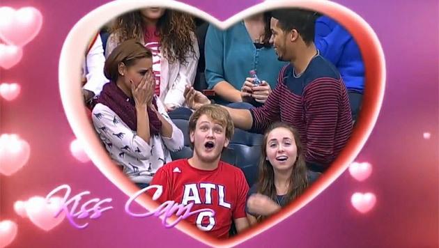Ring futsch! Antrag bei NBA-Spiel endet mit Drama (Bild: YouTube.com)