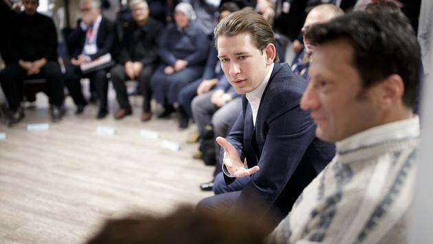 Außenminister Sebastian Kurz besuchte am Montag Wertekurse für Flüchtlinge. (Bild: APA/GEORG HOCHMUTH)