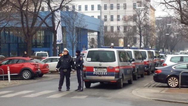 Bombenalarm im Lorenz-Böhler-Krankenhaus in Wien (Bild: Thomas Lenger)