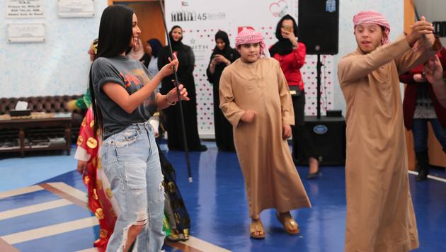 Kim Kardashian beim Tanzen mit den Kindern (Bild: AFP)