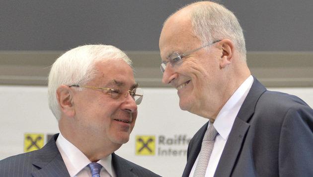 RZB-Generaldirektor Walter Rothensteiner (li.) und RBI-Vorstandsvorsitzender Karl Sevelda (Bild: APA/HERBERT NEUBAUER)