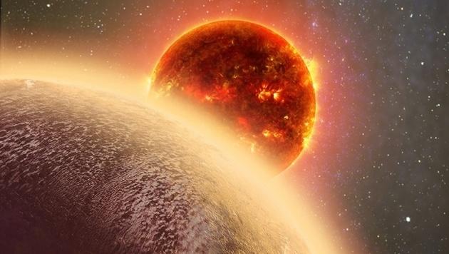 """Künstlerische Darstellung des Exoplaneten """"GJ1132b"""" - im Hintergrund sein Stern, ein Roter Zwerg (Bild: MIT/Dana Berry)"""