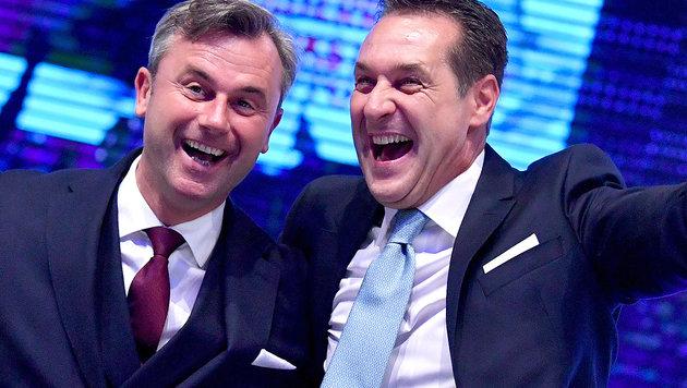 """Strache und Hofer beim FPÖ-Neujahrstreffen: """"Sehen Neuwahlen mit viel Optimismus."""" (Bild: APA/Barbara Gindl)"""