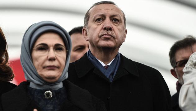 Staatspräsident Erdogan mit seiner Frau Emine (Bild: AFP)