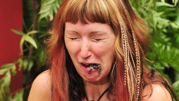 Hanka muss eine Tarantel essen. (Bild: RTL)