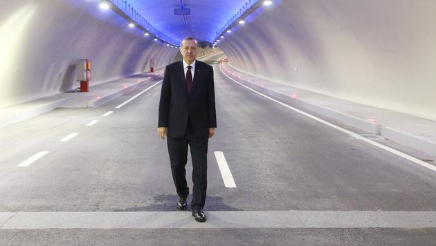 Recep Tayyip Erdogan bei der Eröffnung des Eurasien-Tunnels (Bild: AFP)