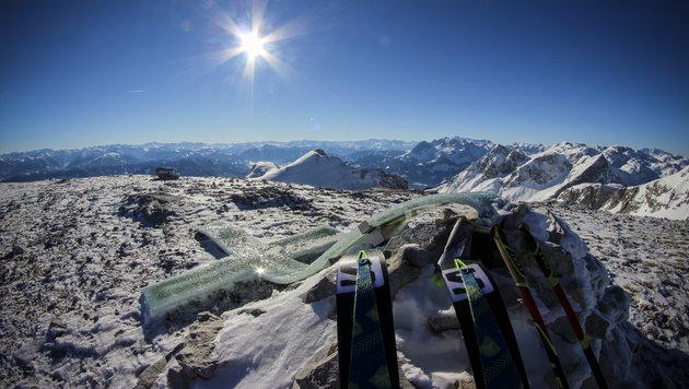 Schlagspuren an Gipfelkreuz aus Glas entdeckt! (Bild: David Wallmann)