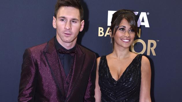 Lionel Messi und seine Verlobte Antonella Roccuzzo (Bild: AFP)