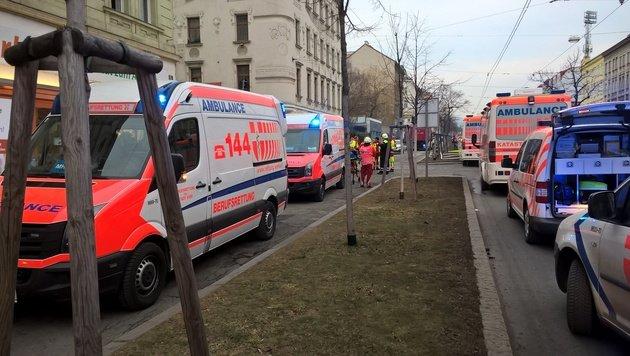 Wien: Mieter verursacht gewaltige Gasexplosion (Bild: Berufsrettung Wien)