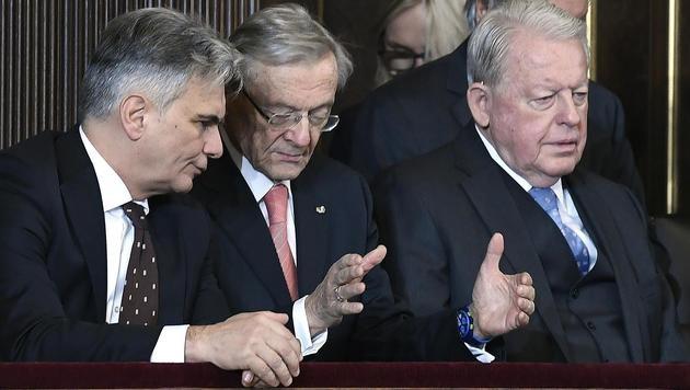 Bei der Angelobung dabei: Die Ex-Bundeskanzler Werner Faymann, Wolfgang Schüssel und Franz Vranitzky (Bild: APA/ROBERT J€GER)