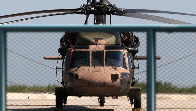 Mit diesem Militärhubschrauber flohen die Soldaten nach Griechenland. (Bild: AFP)