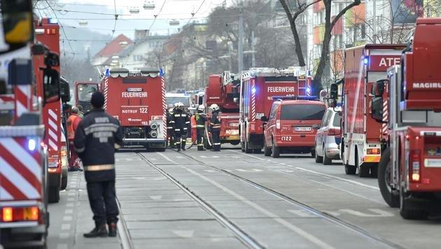 Wien: Mieter verursacht gewaltige Gasexplosion (Bild: APA/HANS PUNZ)