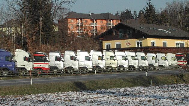 Das renommierte Transportunternehmen verwendet seit jeher die Wunschkennzeichen für die Lkw-Flotte. (Bild: Firma Kollitsch)