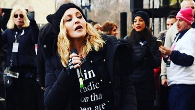 """Madonna hält beim """"Marsch der Frauen"""" eine Kampfrede gegen Trump (Bild: Viennareport)"""