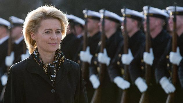 Verteidigungsministerin Ursula von der Leyen (Bild: APA/dpa/Maurizio Gambarini)