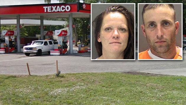 Drogenpaar schläft mit Kindern im Auto ein (Bild: Google Maps, Sarasota Sheriff)