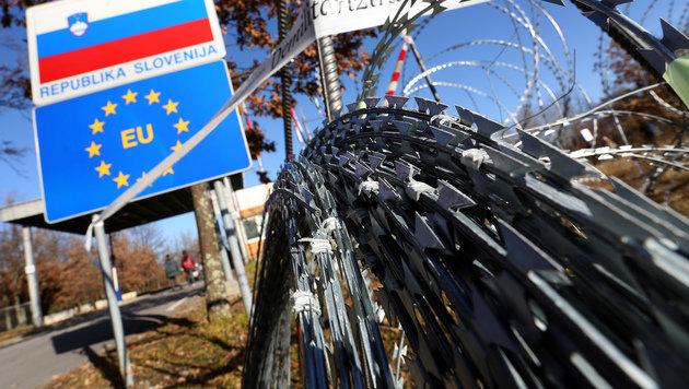 Grenzsperre an der slowenisch-kroatischen Grenze (Bild: AFP)