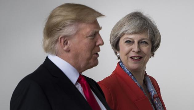 Theresa May und Donald Trump auf Kuschelkurs (Bild: AFP)