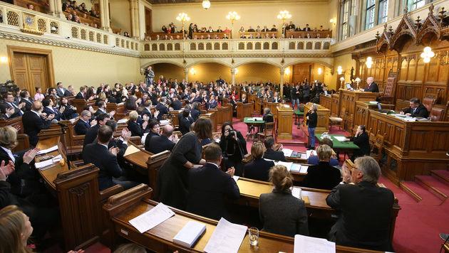 Gut gefüllte Ränge im Wiener Gemeinderat (Bild: Peter Tomschi)