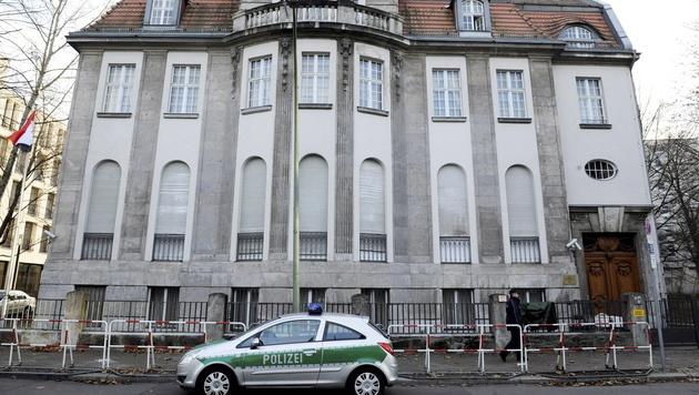 Sicherheitsalarm um die syrische Botschaft in Berlin (Bild: MAURIZIO GAMBARINI/EPA/picturedesk.com)