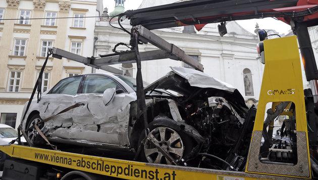 Verkehrsrowdy demoliert Autos und Lokal in Wien (Bild: Klemens Groh)