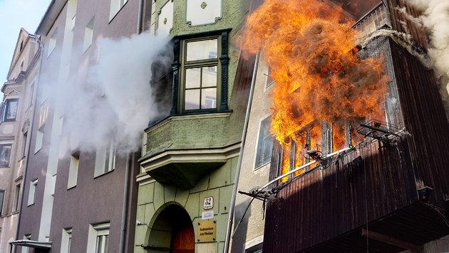 Feuer in Studentenheim: Eine Tote, vier Verletzte (Bild: APA/ZEITUNGSFOTO.AT)