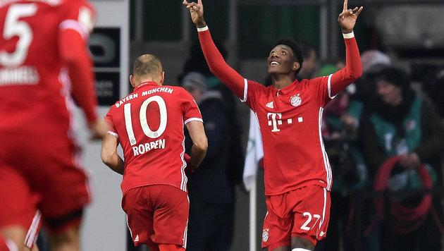 Super-Freistoßtor von Alaba bei Bayern-Sieg (Bild: AP)