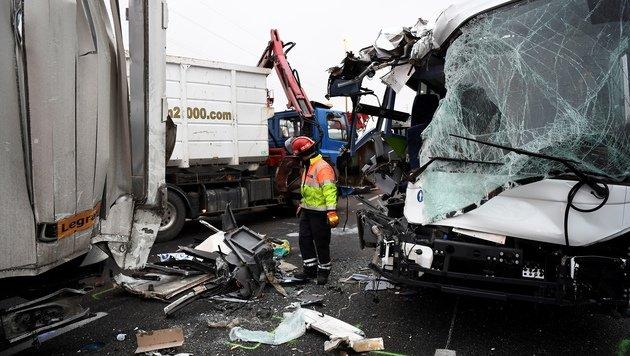 65 Verletzte bei Karambolage auf Autobahn (Bild: AFP/Lionel Bonaventure)
