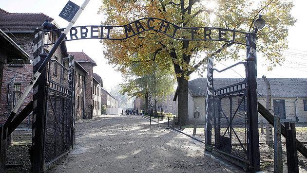 Das Eingangstor zum ehemaligen Vernichtungslager Auschwitz (Bild: ASSOCIATED PRESS)