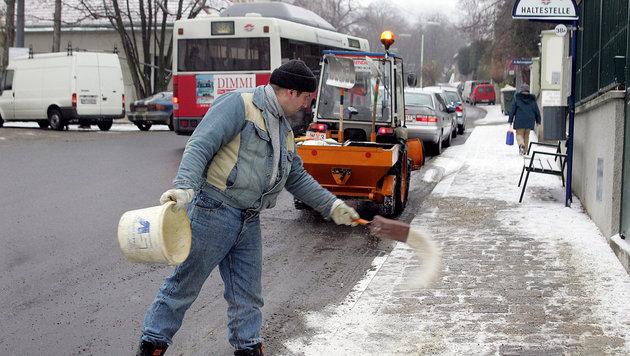 Chaos auf Straßen nach heftigen Schneefällen (Bild: Klemens Groh)